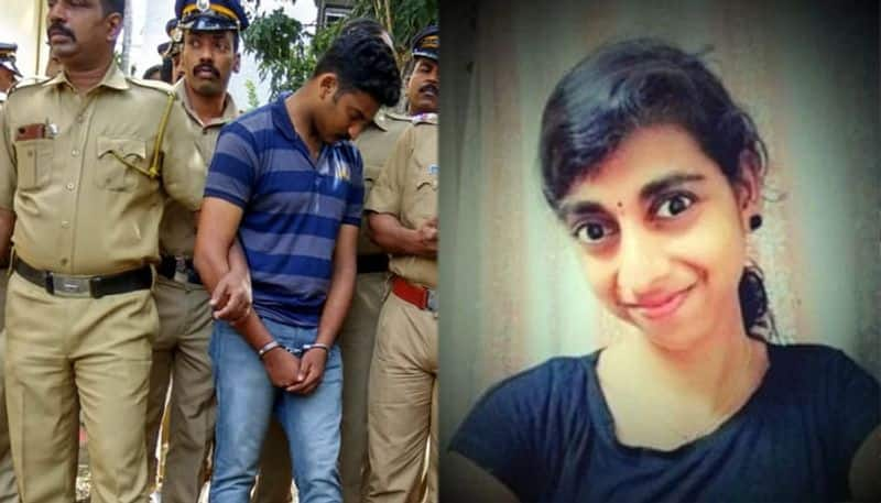 Keralites pelt stones at Army personnel for murdering girlfriend