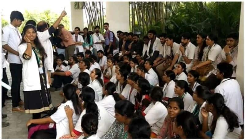 Sudden demonstration by SRM medical students