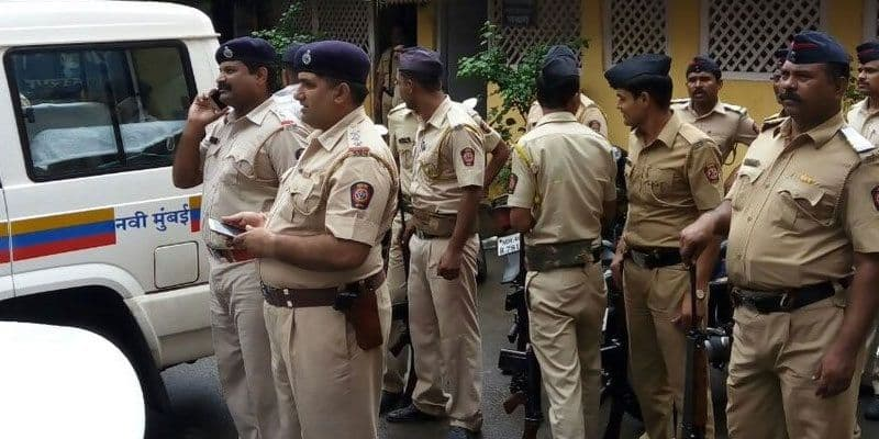 The young auto driver started masturbation in front of a woman in Mumbai