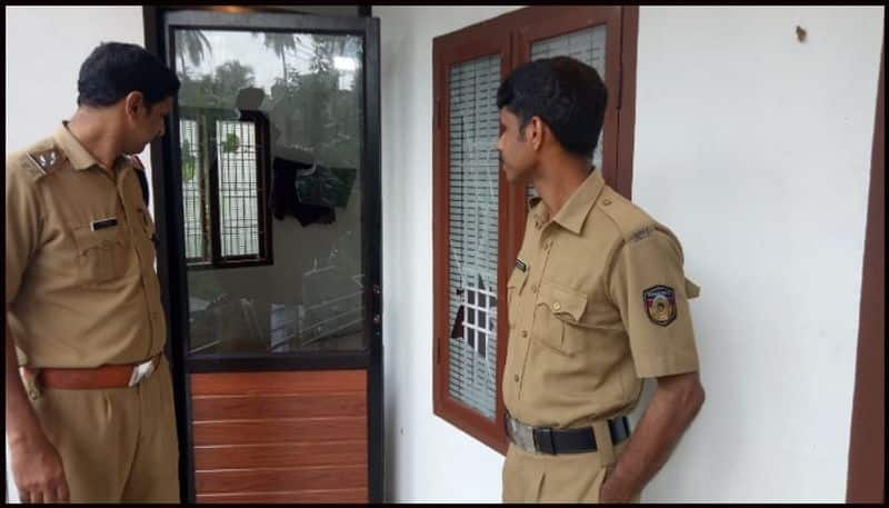 attack against congress office at kozhikode