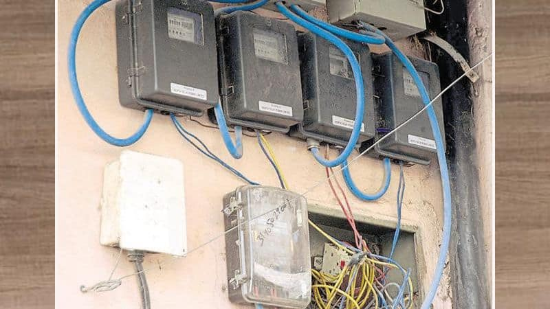 telangana man asked to pay Rs 7 lakh electricity bill for using fan and lights