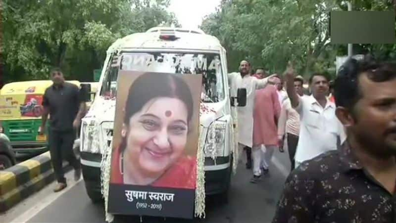 sushma swaraj cremation in pictures live and update