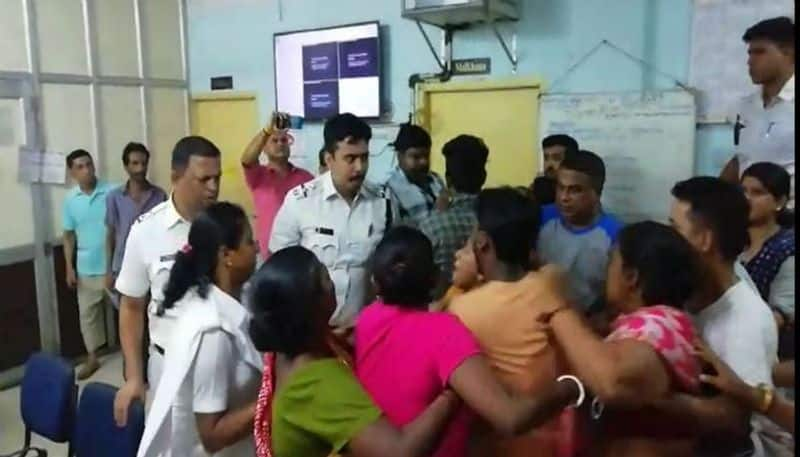 Kolkata Mob ransacks police station, attacks cops for arresting two people drinking in open