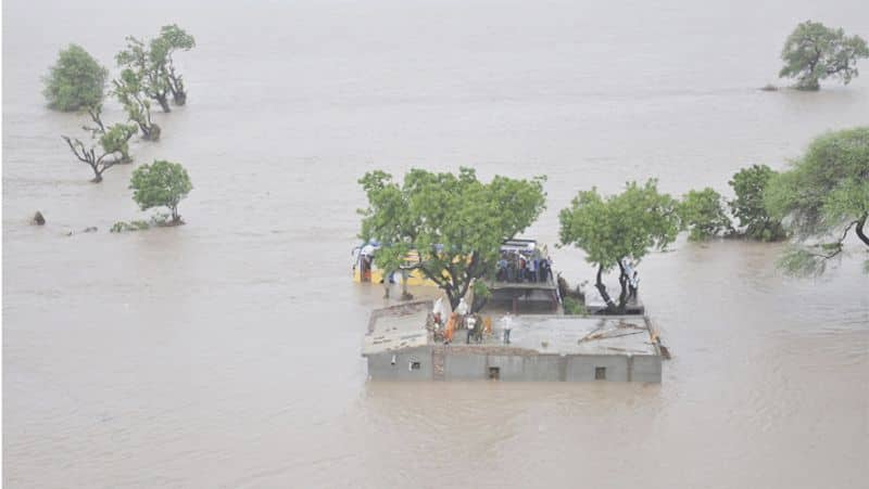 6 states of india is severely affected from flood, 200 died till now