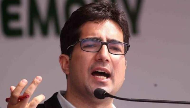 Former IAS and leader Shah Faisal detained, to escape abroad taking chance