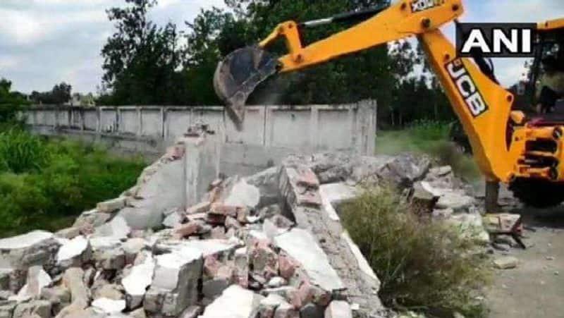 Yogi government  finally demolished Azam Khan's Humsafar