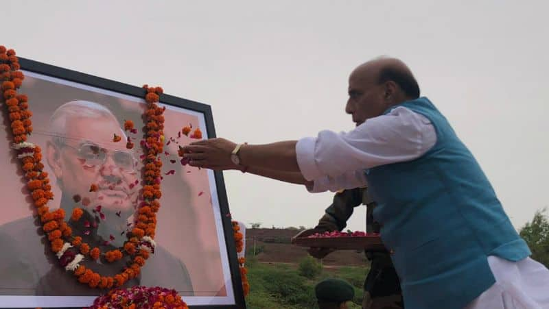 Warning to Imran may change policy of restraint, what is Rajnath Singh's gesture