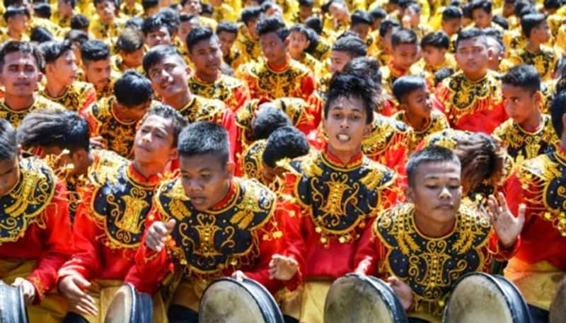Acehnese hold mass dance for Indonesian independence day