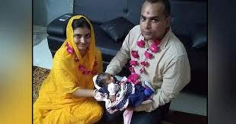 As soon as she was born, the mother died, the judge breastfeed an adopted 'Mahi