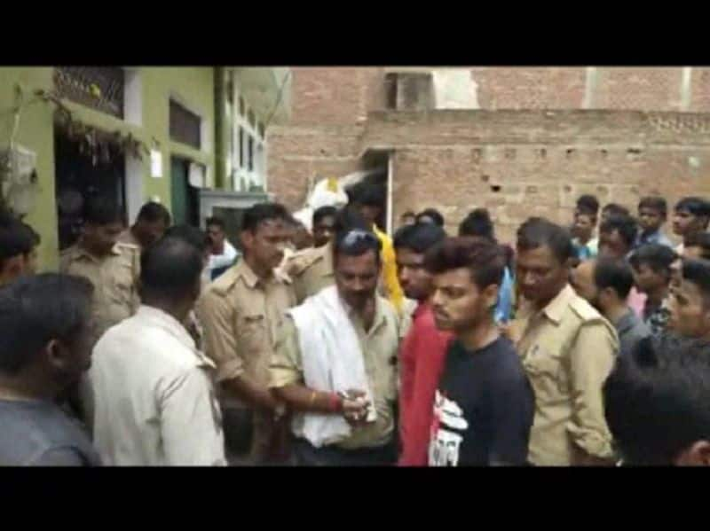 boy commits suicide at front of his girlfriend in auraiya uttar pradesh