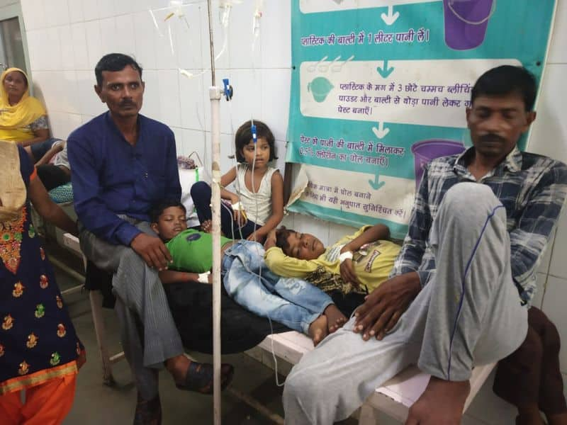 wife gave poison to her husband and kids and ran away with lover in shahjahanpur uttar pradesh
