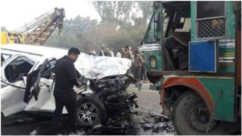 Nine people from the same family died after the acid tanker overturned on the car