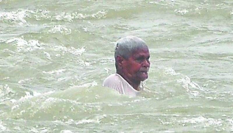 Man washed away in presence of Minister Anil kumar Yadav at Prakasam barrage