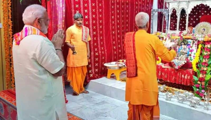 Bahrain: PM Modi visits 200-year-old Shreenathji Temple in Manama; launches project worth $ 4.2 million