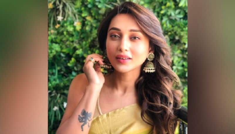 oppositions leaders opens up on Tollywood actress Mimi Chakraborty  Advertisement