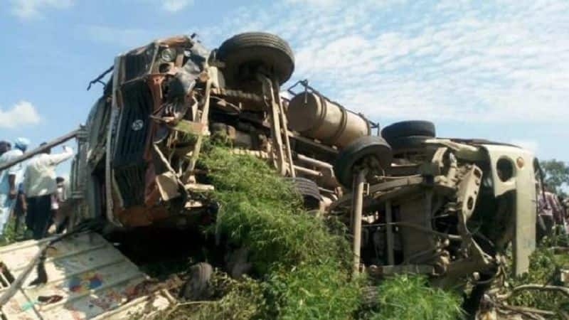 Truck overturns in Tempo and pickup in Shahjahanpur, UP; 16 dead, many serious