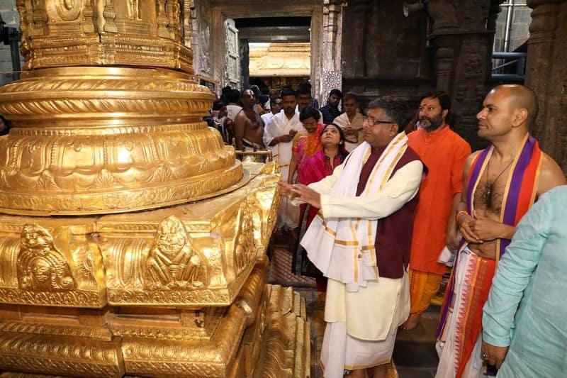 union minister Ravi Shankar Prasad visits tirumala