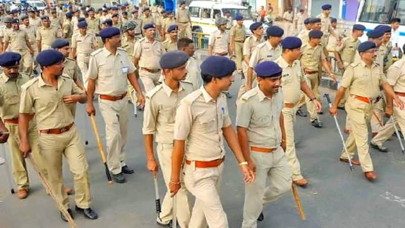 The policemen have resigned from service, wife divorce for lack of time