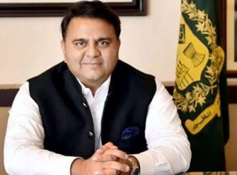 Pakistan minister laughing at Chandrayaan-2 trolls in his own country, user wrote apology from Pakistan