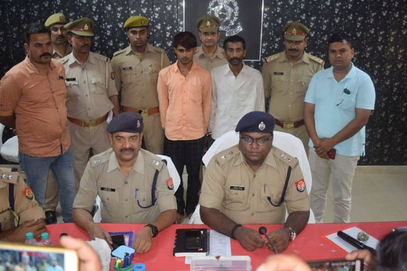 UP police recovered illegal weapons in firozabad uttar pradesh