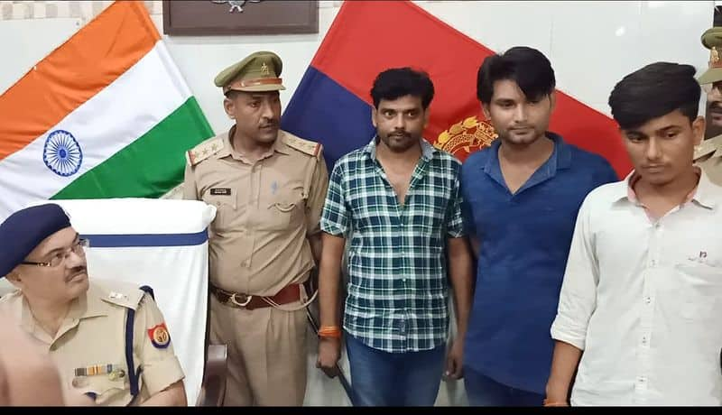 blackmailer gang busted, women and fake journalist arrested