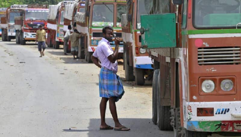 Traffic fines: Drivers wearing lungi-vest to be fined Rs 2,000 in Lucknow