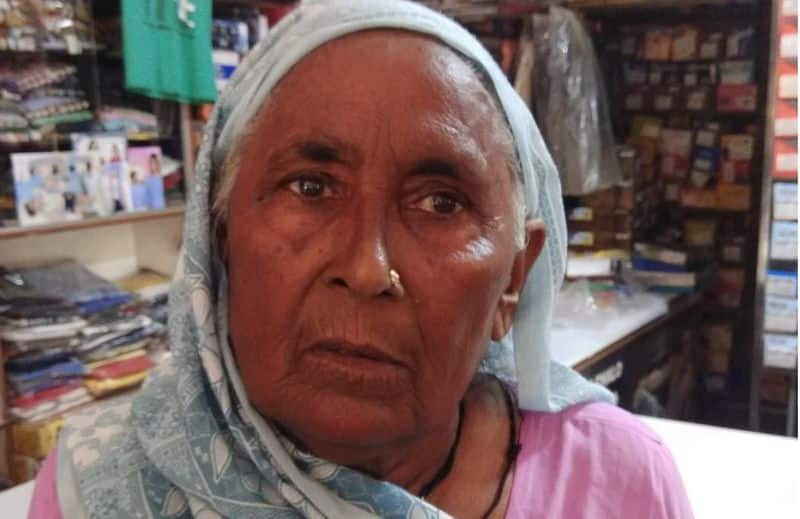 jewelry worth lakhs of rupees robbed from elderly woman under the pretext of giving lift