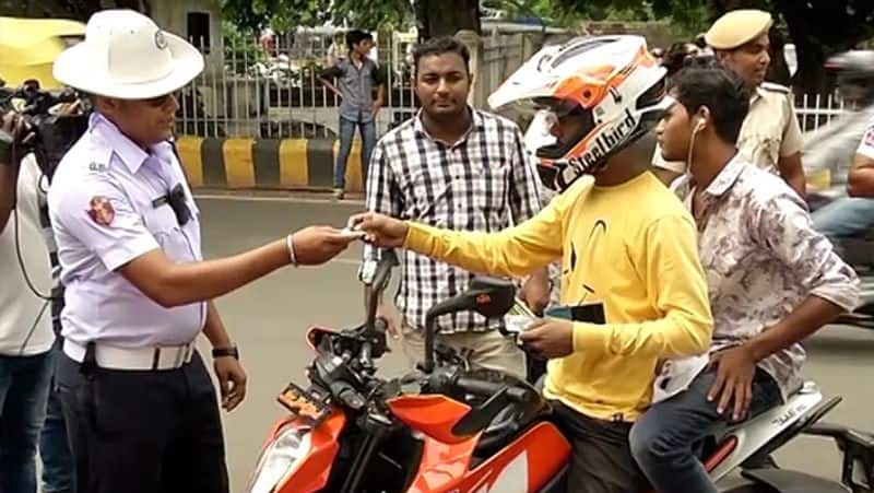 Delhi police issued 18k challan worth rs 3 crore for violation of COVID19 rules ckm