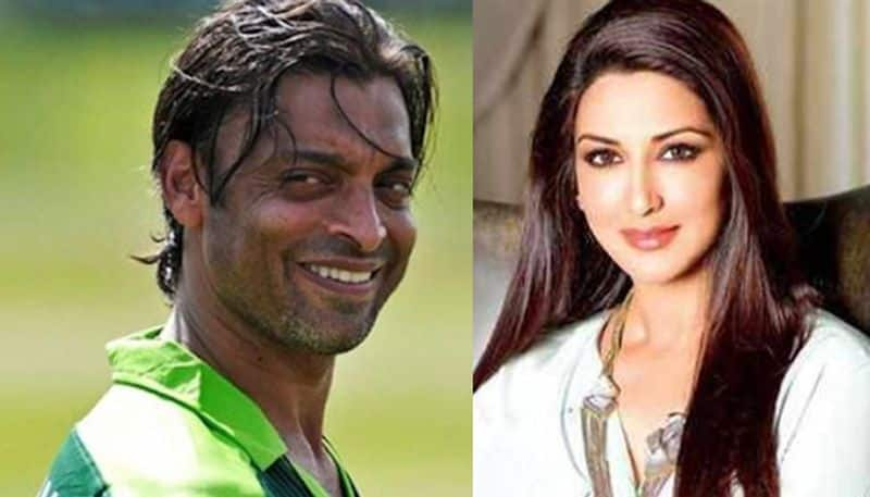 When Pakistan cricketer Shoaib Akhtar wanted to kidnap Sonali Bendre; always had her picture in his wallet