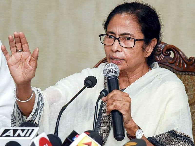 Mamata Banerjee to meet PM Modi as former Kolkata top cop faces CBI heat in Saradha scam