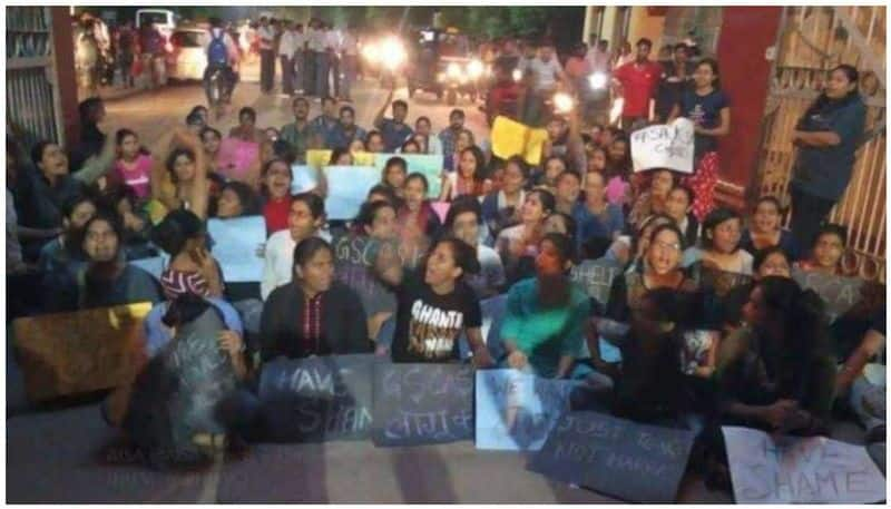 Heavy protests in BHU, students protesting on street for dismissal of professor accused of sexual exploitation