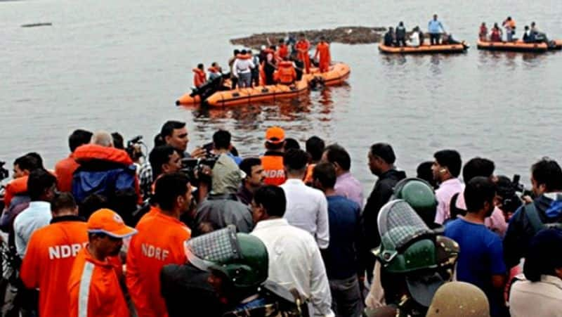 13 dead as tourist boat capsizes in Godavari, CM announces Rs 10 lakh financial help