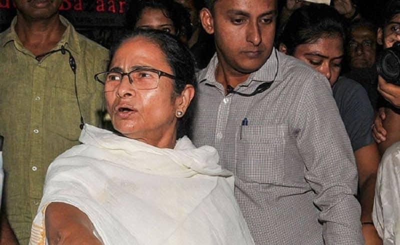 Mamta Banerjee met pm Modi's wife Jashodaben before meeting PM Modi