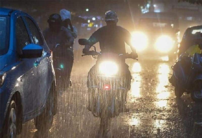 Heavy Rain fall  forecast  in Kolkata and West Bengal over the weekend due to the cyclone RTB