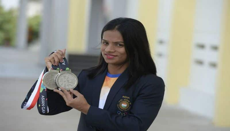 Indian athlete dutte chand trainning at night for world championship