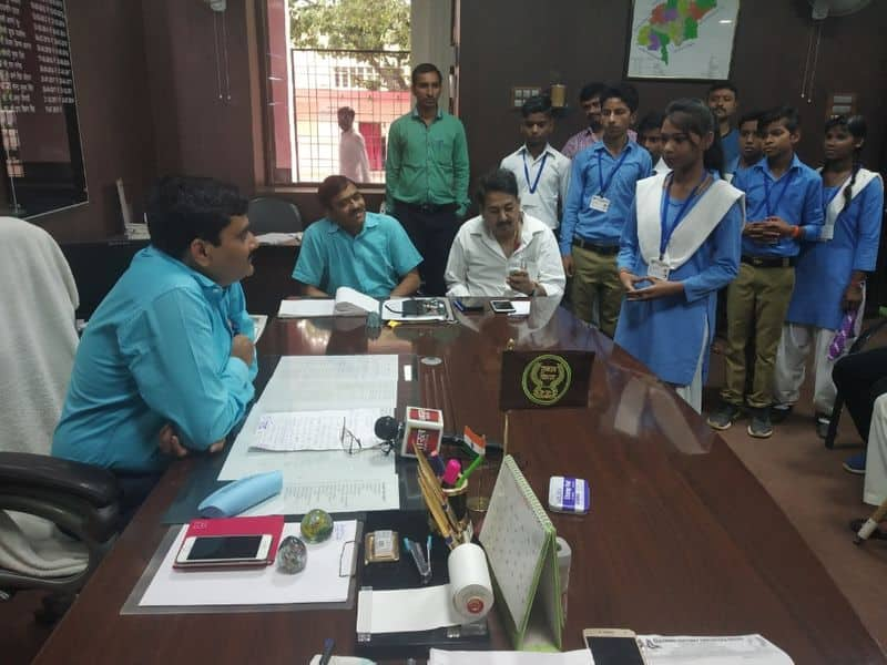School kids threaten district collector