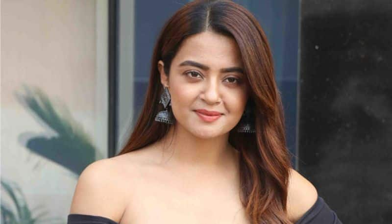 actress surveen chawla opens up on casting couch