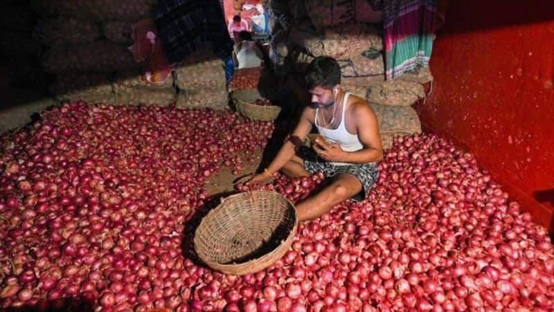 Onion price dropped to fifty per kg in Kolkata