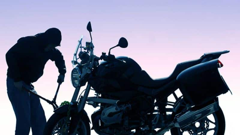 Miscreants Theft Bike at Surapura in Yadgir  grg