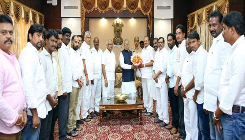 ap bjp leaders met governor bb harichandan, submitted representation over ysrcp government