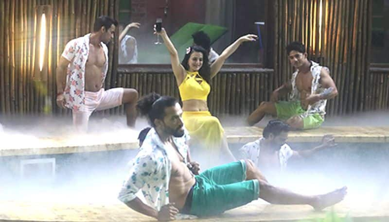 Bigg Boss 13:  Day 1 episode 1 updates, Ameesha Patel makes grand entry with 'Lazy Lamhe'