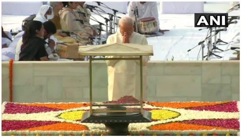 Prime Minister Narendra Modi pays tribute to Rajghat, Sonia also pays homage