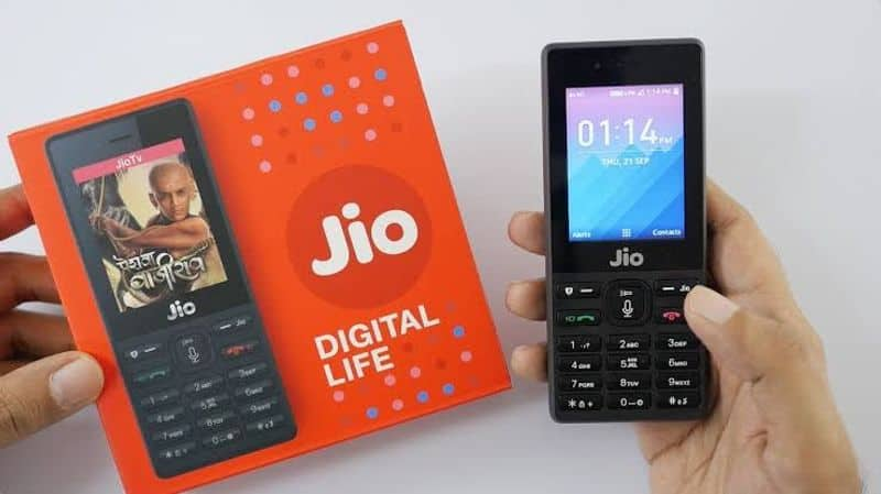 This Diwali Pay only six hundred ninety nine rupees and get a new jio phone