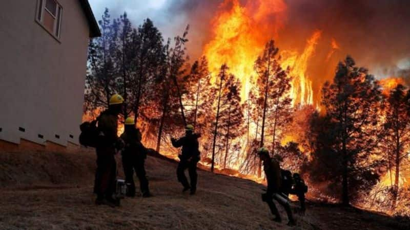 american state california forest fire one lakh people evacuate from house