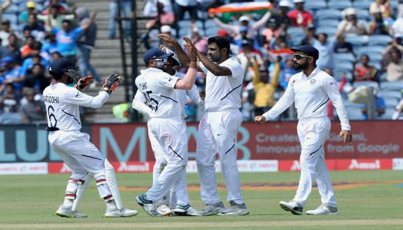 Team india takes lead of 326 runs in first innings against southafrica