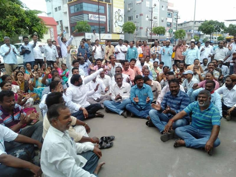 RTC workers protest in front of minister gangula kamalakar