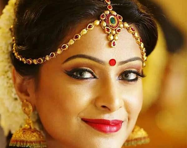Disadvantages of wearing stick on bindis during puja