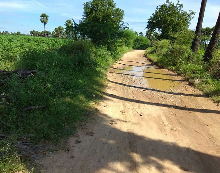 nalgonda village  demands road while rejecting the batukamma sarees