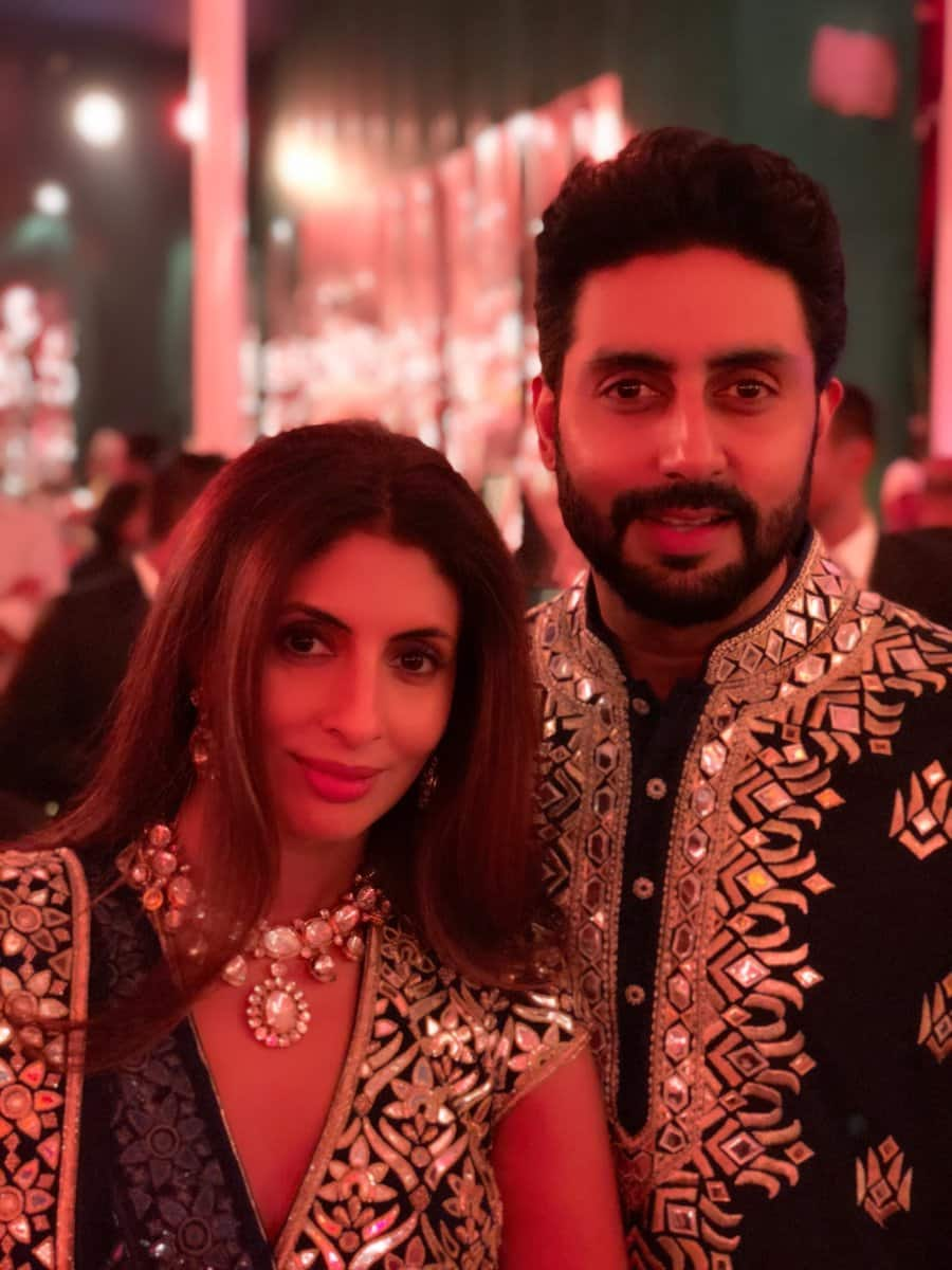 Aishwarya Rai and Abhishek Bachchan in this pic will give you couple goals