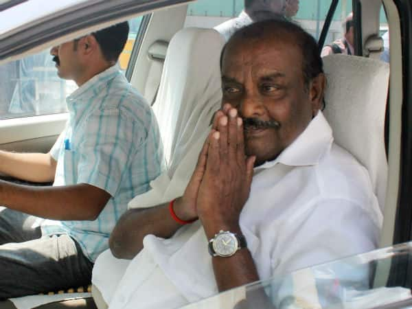 Former minister Natham Viswanathan admitted to hospital .. AIADMK volunteers shocked.